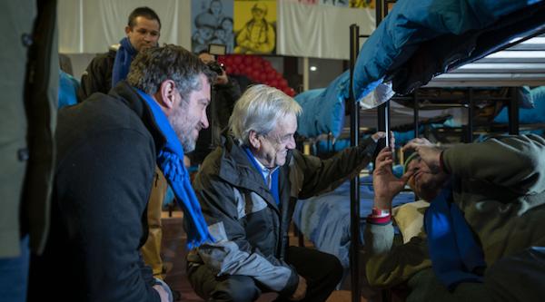 """Presidente Piñera y Ministro de Desarrollo Social visitan albergue: """"No queremos que ningún chileno muera de frío en nuestro país"""""""
