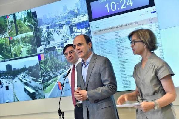 Plan del Minvu para recuperación de espacios públicos incluirá semáforos en 118 puntos de Santiago