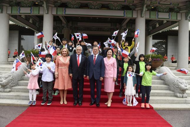 Presidentes Piñera y Moon Jae-In impulsan mayor cooperación entre Chile y Corea del Sur