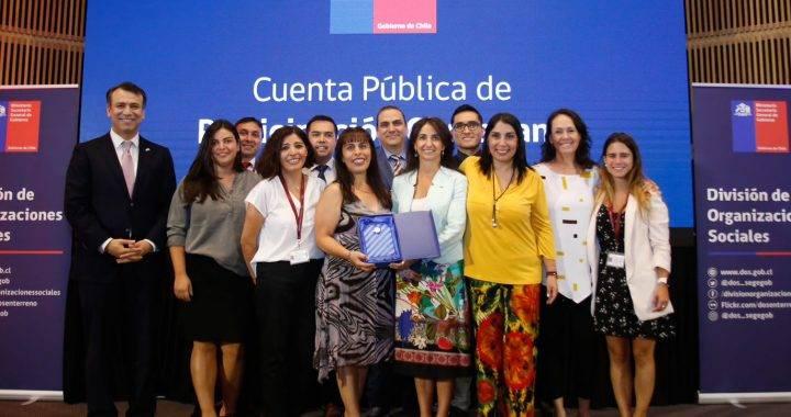 """Ministerio de la Mujer y Equidad de Género recibe premio """"Compromiso Participación Ciudadana"""""""