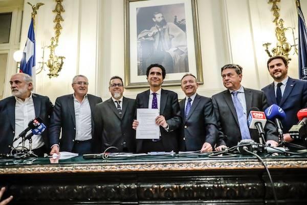 """Ministro de Hacienda en firma de Acuerdo Tributario: """"Tenemos que enfrentar unidos este momento"""""""