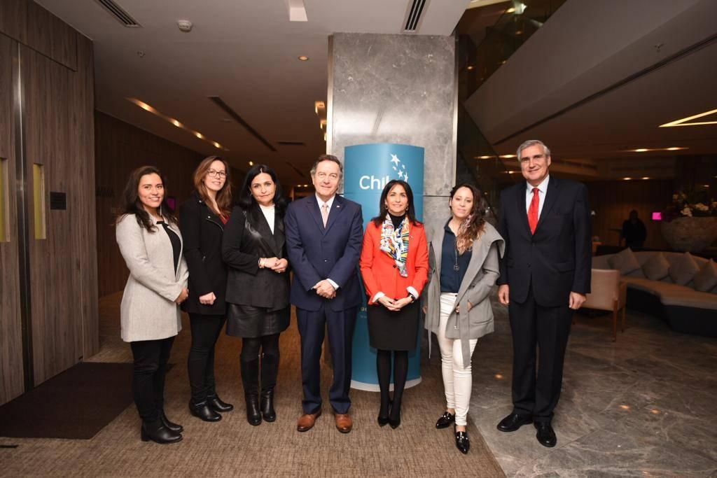 Programa Mujer Exporta: ProChile y el Ministerio de la Mujer firmaron convenio para promover su incorporación en el comercio exterior