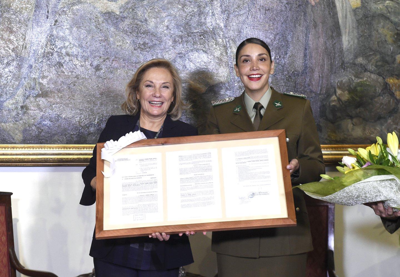 Cecilia Morel junto a General Director de Carabineros, Hermes Soto, anunciaron reincorporación de Teniente Andrea Neira