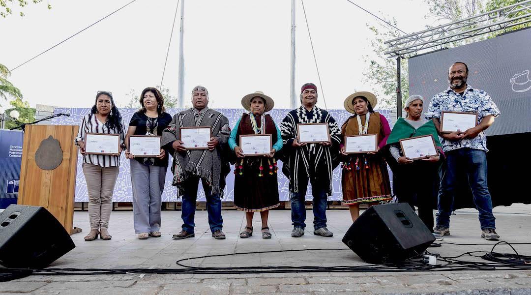 Artesanos y artesanas indígenas reciben Sello por obras de arte tradicional