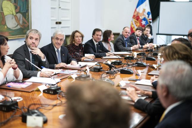 """Presidente Piñera llama a Acuerdo por la Democracia, contra la violencia y por la paz: """"Contribuirá a que Chile pueda reemprender el camino del progreso y la justicia"""""""