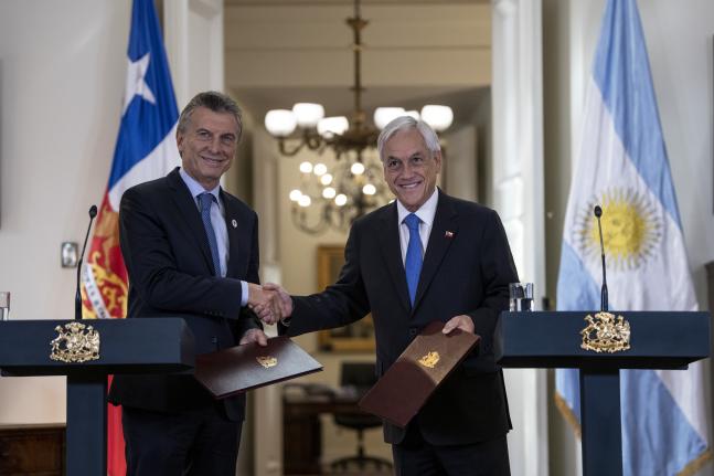 Presidentes de Chile y Argentina celebran aprobación de acuerdo comercial