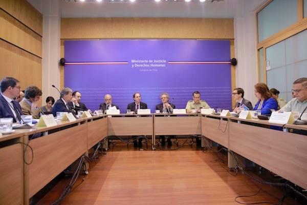 Ministerio de Justicia y Derechos Humanos anuncia medidas para fortalecer el acceso a la defensa de personas detenidas en el contexto de las movilizaciones