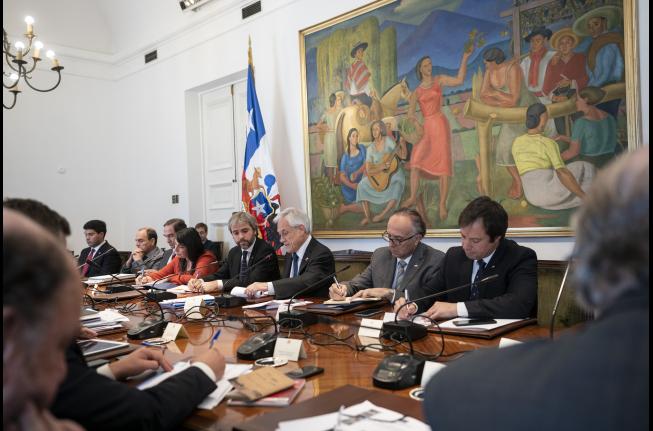 Presidente Piñera encabeza Consejo de Gabinete de Ministros en La Moneda