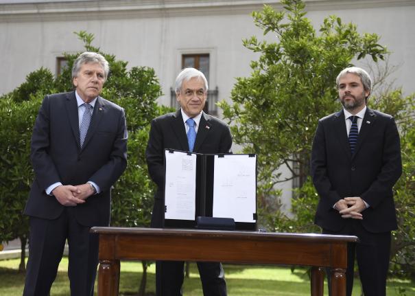 Presidente Piñera firma proyecto que permite a las Fuerzas Armadas colaborar con la protección de infraestructura crítica