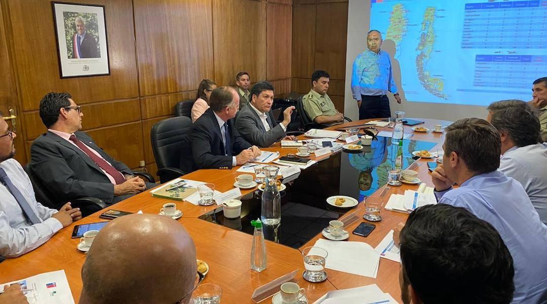 Ministro de Agricultura anunció drones, aviones y patrullajes nocturnos para evitar incendios forestales
