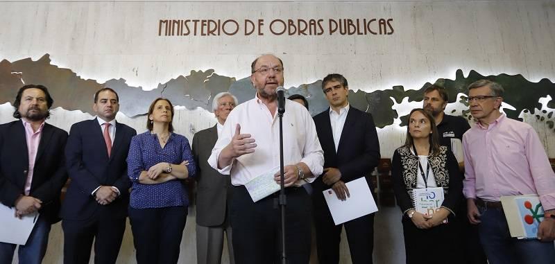 Ministro Alfredo Moreno pide a municipalidades reducir al menos un 10% el consumo de agua para enfrentar sequía